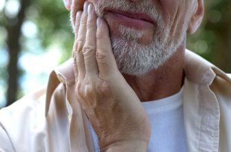 Рак слюнных желез составляет